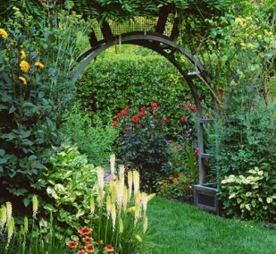 Garden designs for small spaces gardening tips gardening ideas - Small space garden design ideas set ...